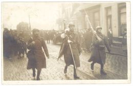 Cpa Militaire - Guerre - Carte-photo Défilé De Soldats Novembre 1918 ... Varandry ?   ( MI ) - War 1914-18