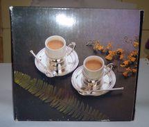 LOT 2 TASSES A CAFE METAL ARGENTE PORCELAINE + PORTANT+SOUCOUPES+ CUILLÈRES NEUF - Silverware