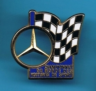 1 PIN'S //    ** MERCEDES ** CHAMPIONNAT DU MONDE ** DES VOITURES DE SPORT ** . (Arthus Bertrand Paris) - Mercedes