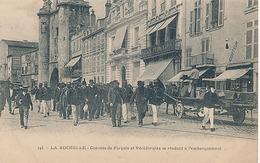 LA ROCHELLE - N° 145 - CONVOIS DE FORCATS ET RECIDIVISTES SE RENDANT L'EMBARQUEMENT - La Rochelle