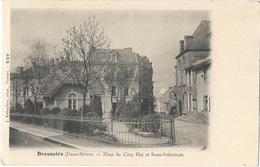 79 DEUX SEVRES - BRESSUIRE Place Du Cinq Mai Et Sous-préfecture, Pionnière - Bressuire