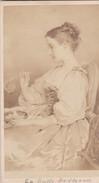 Photos Originales  Anciennes CDV   Photo Portrait Femme Faisant Des Bulles Parfumerie Chevalier Paris 1880 Ref 47 - Ancianas (antes De 1900)