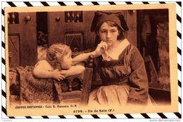 Z659 COIFFES BRETONNES ILE DE SEIN FEMME ENFANT  2 SCANS - Costumes