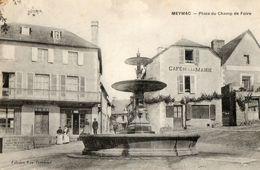 19. CPA.  MEYMAC. Place Du Champ De Foire. Café De La Mairie. 1913. - Otros Municipios