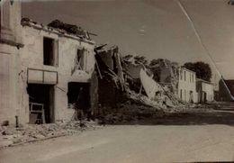 Photo Alex Henry Suite D'un Bombardement Photo à Situer - France