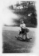 712y  Photo Enfant Cheval De Bois à Bascule Jouet Jeu - Games & Toys