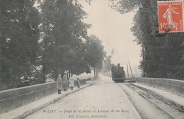 POLISY - L'AVENUE DE LA GARE - LE TRAIN TRAVERSE LE PONT DE LA SEINE - TRES BELLE CARTE ANIMEE -  TOP !!! - Autres Communes