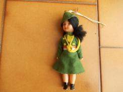 8892-BAMBOLINA CON VESTITINO DA ALPINO - Dolls