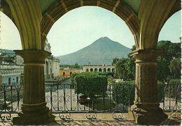 Guatemala (Guatemala) Museo Santiago, Edificio Ayuntamiento, Parque, Catedral, Palacio De Los Capitanes Y Volcan De Agua - Guatemala