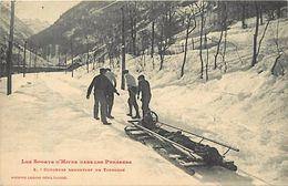 Themes Div -ref U982- Sports D Hiver - Dans Les Pyrenees - Coureurs Remontant Un Toboggan -phototypie Labouche -toulouse - Sports D'hiver