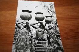 CPSM Afrique AOF Porteuses Africaines Jeune Femme Fille Seins Nus Nu Nude  Ed Hoa-Qui - Africa Meridionale, Occidentale E Orientale