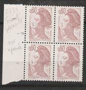 FRANCE N° 2239 0.60 BRUN ROSE TYPE LIBERTE TRAIT PARASITE SUR L'EPAULE BLOC DE 4 NEUF SANS CHARNIEE - Curiosità: 1980-89  Nuovi