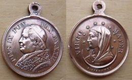 Med-499Médaille Religieuse Ancienne Métal Jaune Cuivré Signée F.Spéranza. Au Dos Pius IX Max Ann. XXII - Religion & Esotericism