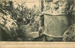 THIESCOURT SOLDATS FRANCAIS DANS LES ANCIENNES TRANCHEES BOCHES - Francia
