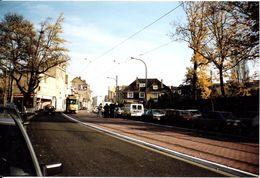Bruxelles (1180) : Le Tram 91 Descendant En Site Propre La Rue De Stalle à Uccle, à Hauteur De La Station D'essence. - Vervoer (openbaar)