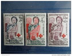 LAOS 1953  Y&T N° 25 à 27 ** - AU PROFIT DE LA CROIX ROUGE - Laos