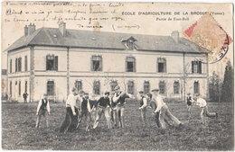 89. Ecole D'Agriculture De LA BROSSE. Partie De Foot-Ball - Autres Communes