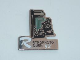 Pin's RETRO PHOTO ROUEN 1991, VERT - Photography