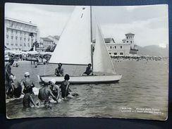 (FG.A11) LOANO - BAGNANTI IN SPIAGGIA Animata (SAVONA) Barca - VIAGGIATA 1954 - Savona