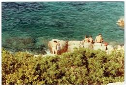Foto/Photo. Snapshot. Femme Nue Et Couples En Maillot. 1984. - Pin-Ups