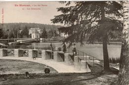 Cpa 58 Montsauche-les-Settons  Lac Des Settons Les Déversoirs , Belle Carte Animée, Vue Peu Courante , Titrée En Rouge - Montsauche Les Settons