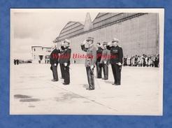 Photo Ancienne - Base Aérienne - Cérémonie Officier à Identifier Général Médaille Brevet - Aviation Armée De L' Air - Guerre, Militaire