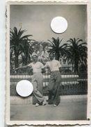 2 Jeune Homme élégance Gay Interest Tee Shirt Pantalon Rayures Palmier Côte Azur Fashion - Personnes Anonymes