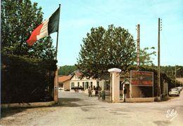 Hourtin Centre De Formation La Porte Principale Et L'aubette CPM Ou CPSM - Other Municipalities