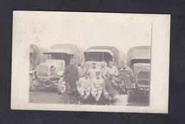 Carte Photo Guerre 14-18 Groupe De Militaires ( Regiment à Identifier ) Posant Devant Camions Camion Militaire Chien - Guerra 1914-18