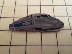 Pin710F  Pin's Pins / Rare Et De Belle Qualité TGV / GRANDE LOCOMOTIVE GRIS ARGENT ET BLEU - TGV