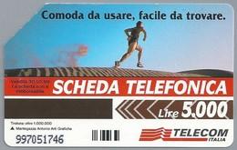 IT.- SCHEDA TELEFONICA. TELECOM ITALIA LIRE 5.000. Comoda Da Udare, Facile Da Trovare. Non Cercarla Lontano. 2 Scans - Italië