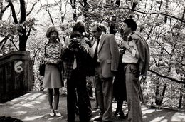 Photo Originale Jeune Photographe Amateur & Son Professeur En Mode Photo Vers 1970/80 - Personnes Anonymes