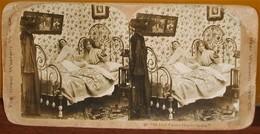 DUE FOTO D'EPOCA DI UNA SCENETTA CURIOSA DELLA CASA EDITRICE DI VEDUTE STEREOSCOPICHE ATTIVA NEGLI ANNI 1890-1900 - Cartes Postales