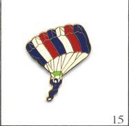 Pin's  Sport - Parachutisme / Parachute France. Estampillé J.Y Segalen Collections. Zamac Fin. T560-15 - Parachutting