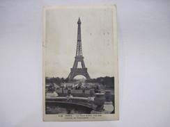 CPA  PARIS LA TOUR EIFFEL VUE DES JARDINS DU TROCADERO T.B.E. - Tour Eiffel