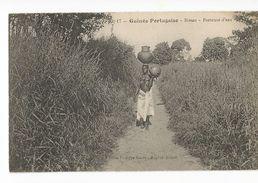 CPA, Guinée Portugaise , Bissao , Porteuse D' Eau ,  Ed. Photo Ph. Garés - Guinea-Bissau