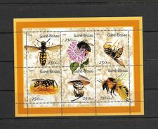 O) 2001 GUINEA BISSAU, INSECTS - BEES, POLLINATION, HONEY PANEL, FLOWER, MINI SHEET MNH - Guinea-Bissau