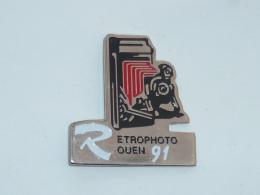 Pin's RETRO PHOTO ROUEN 1991, ROUGE - Photography