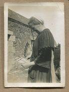 Photographie Privée Bretagne Coiffe Tablier Huelgoat 1931 - Lieux