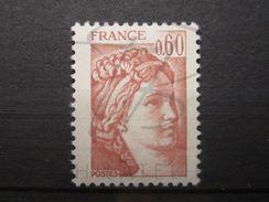 VEND BEAU TIMBRE DE FRANCE N° 2119 , BRUN ROSE CLAIR , XX !!! - Errors & Oddities