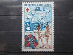 VEND BEAU TIMBRE DE FRANCE N° 1828 , TRAINEES ROUGES SUR LE PARASOL , XX !!! - Variedades Y Curiosidades