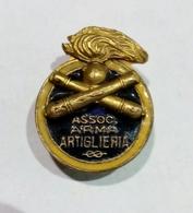 DISTINTIVO ASSOCIAZIONE ARMA ARTIGLIERIA ( Attacco A Piedino / Produttore Anonimo ) - Militari