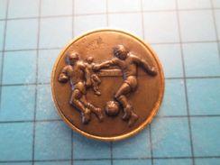 Pin513j Pin's Pins : Rare Et Belle Qualité : SPORT FOOTBALL - Football