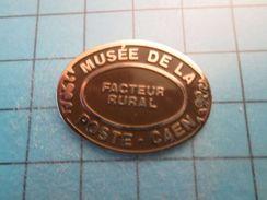 Pin513j Pin's Pins : Rare Et Belle Qualité : MUSEE DE LA POSTE DE CAEN FACTEUR RURAL - Mail Services