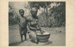 Yoko - La Cuisinière Et Son Mortier (002334) - Kamerun