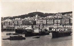 Algérie Alger Le Port Bateaux Cargos - Algeri