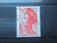 VEND BEAU TIMBRE DE FRANCE N° 2376 , AVEC MACULAGE !!! (b) - Variétés: 1980-89 Oblitérés
