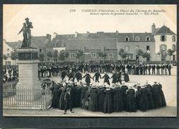 CPA - CARHAIX - Place Du Champ De Bataille, Danse Après Le Grand Marché, Très Animé - Carhaix-Plouguer