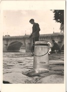 Robert Doisneau - L'ablette Du Pont Neuf - France