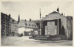 """Bastogne  """" Monument Aux Morts De La Ville  Et Séminaire """"  (  Vers Liège  .) - Bertogne"""